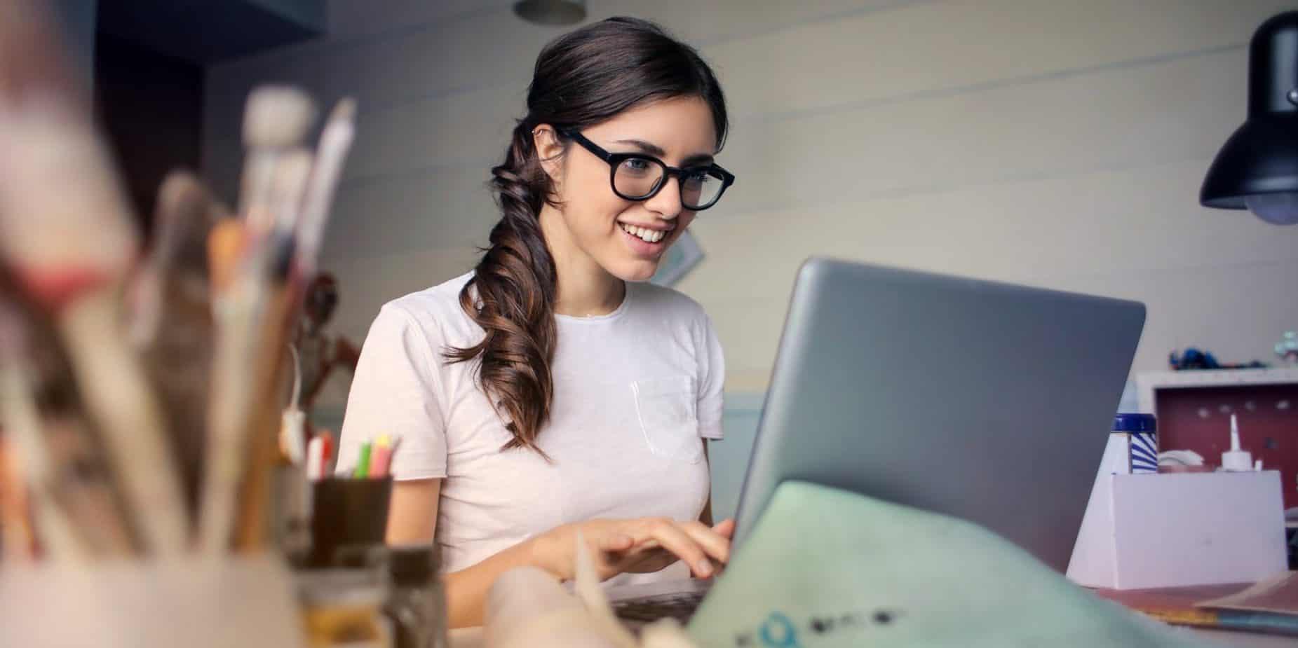 girl on laptop sp
